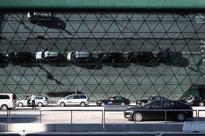 Dlaczego warto wynająć samochód na lotnisku